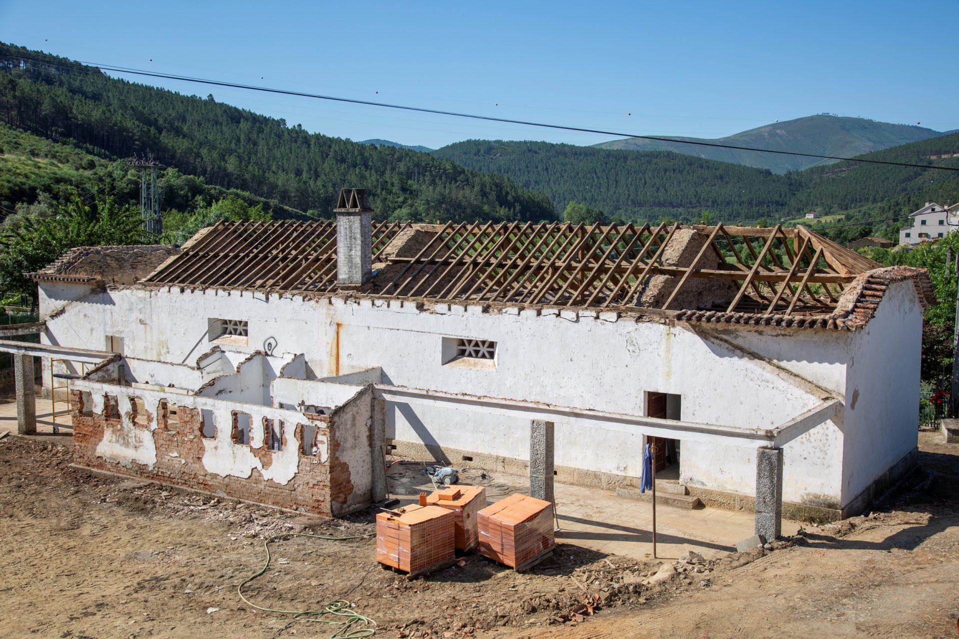 Renovação do Edifício da Antiga Escola de Vale de Amoreira em Manteigas
