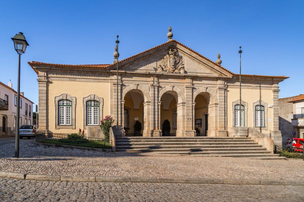 Autarquia de Almeida encerra temporariamente após confirmação de caso de covid-19